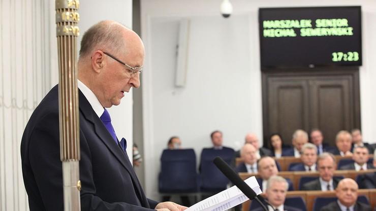"""Karczewski: """"prof. Seweryński czuje się dobrze"""". Wicemarszałek Senatu wyszedł ze szpitala"""