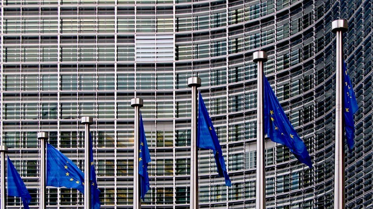"""KE uchyla się od odpowiedzi w sprawie wysłuchania Polski. """"Sprawa jest w rękach Rady UE"""""""