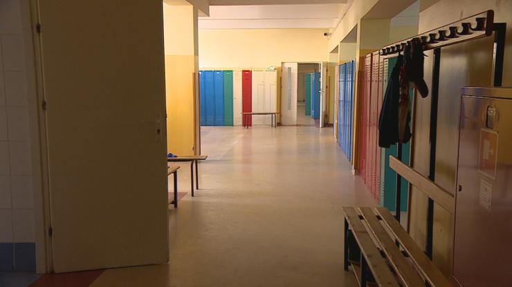 Nauczyciele muszą prowadzić zdalne lekcje ze szkoły. Kontrowersyjna decyzja władz Kielc