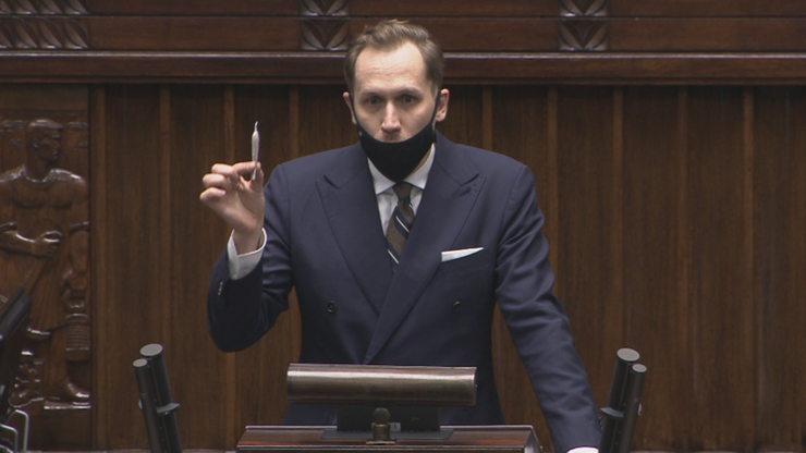 """Poseł Konfederacji z """"jointem"""" w Sejmie. Apelował o legalizację marihuany"""