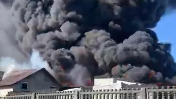 Czarny dym widać z wielu kilometrów. Płonie składowisko plastiku
