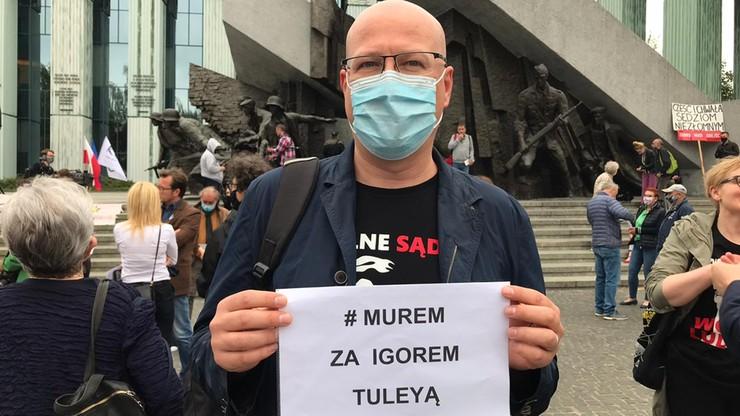 """""""Dziś Tuleya, jutro Ty"""". Protesty przed sądami"""